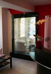 Водопады по стеклу — это возможность созерцать воду каждый день!
